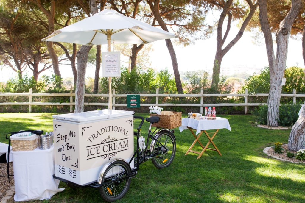 icecream sellers bicycle pine cliffes resort oxford wedding photographer