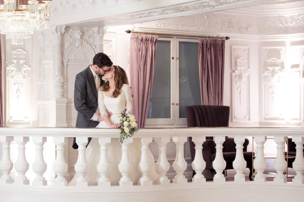19 Wedding Couple Balcony Kiss