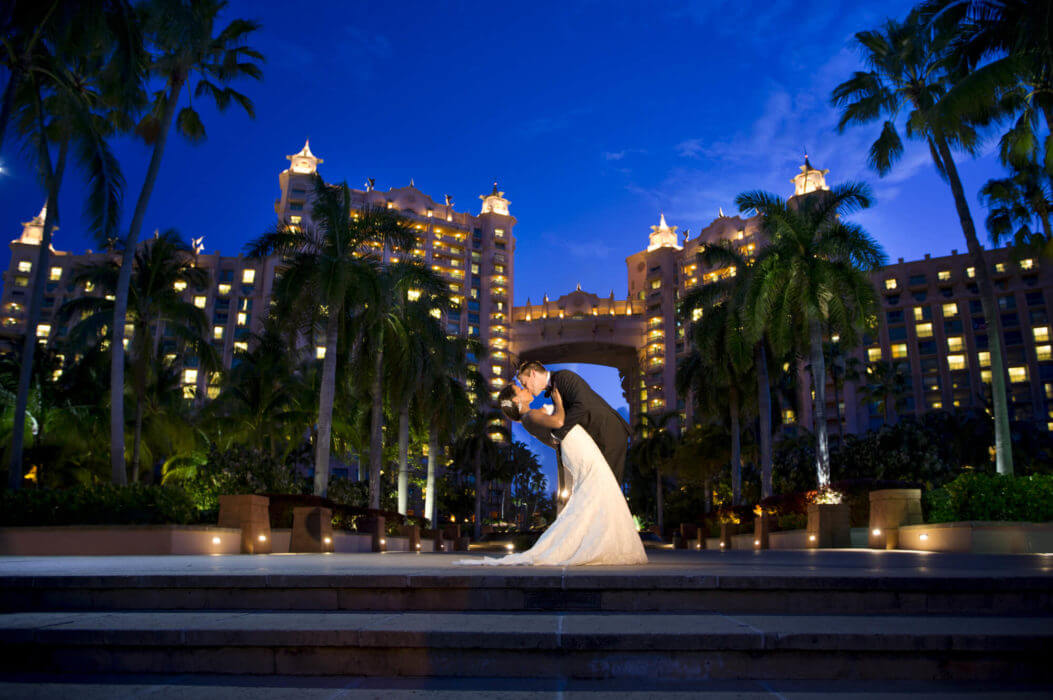 bride groom sunset kiss atlantis hotel paradise island bahamas s r urwin destination wedding photographer