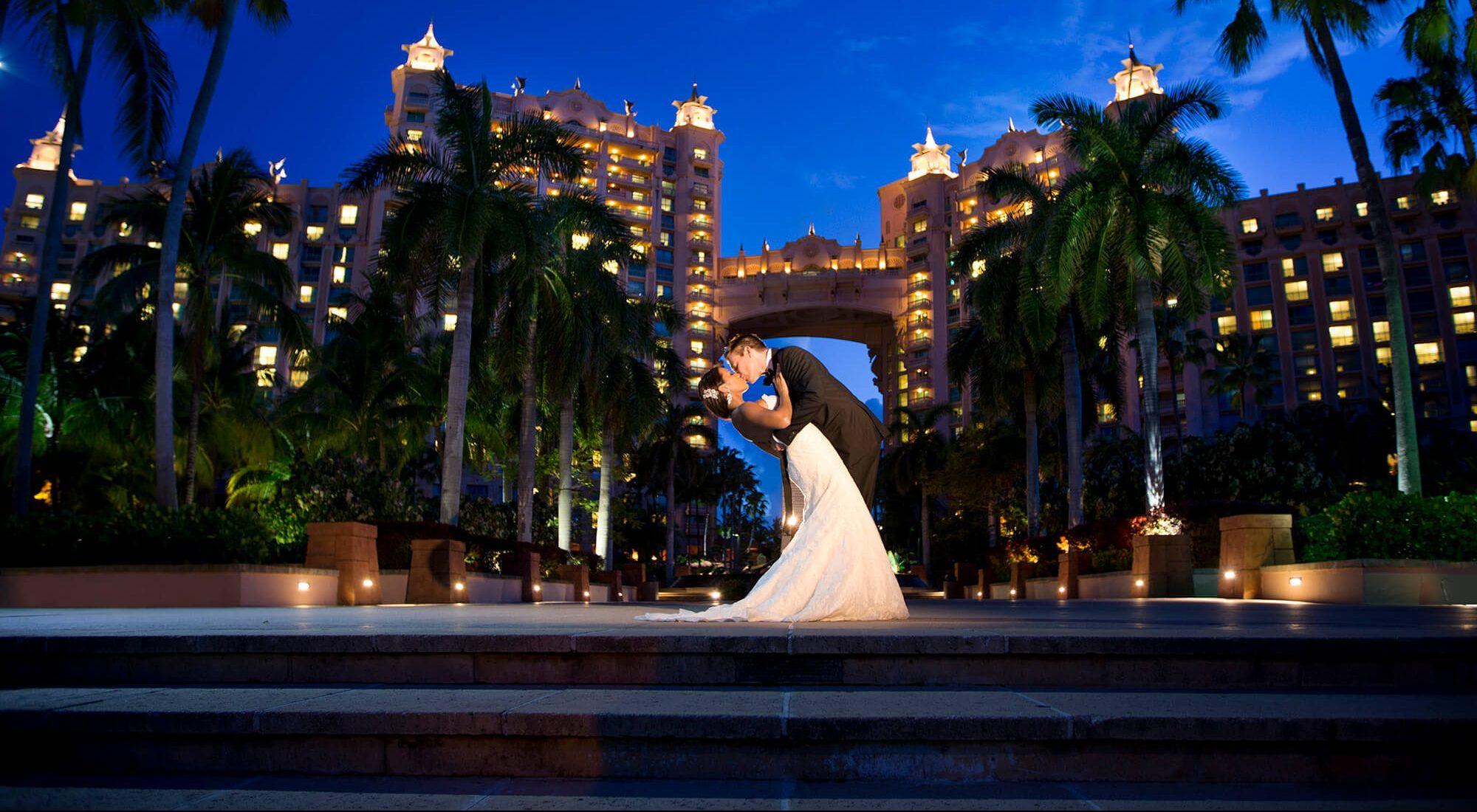 bride groom sunset kiss atlantis hotel paradise island bahamas oxfordshire wedding photographer