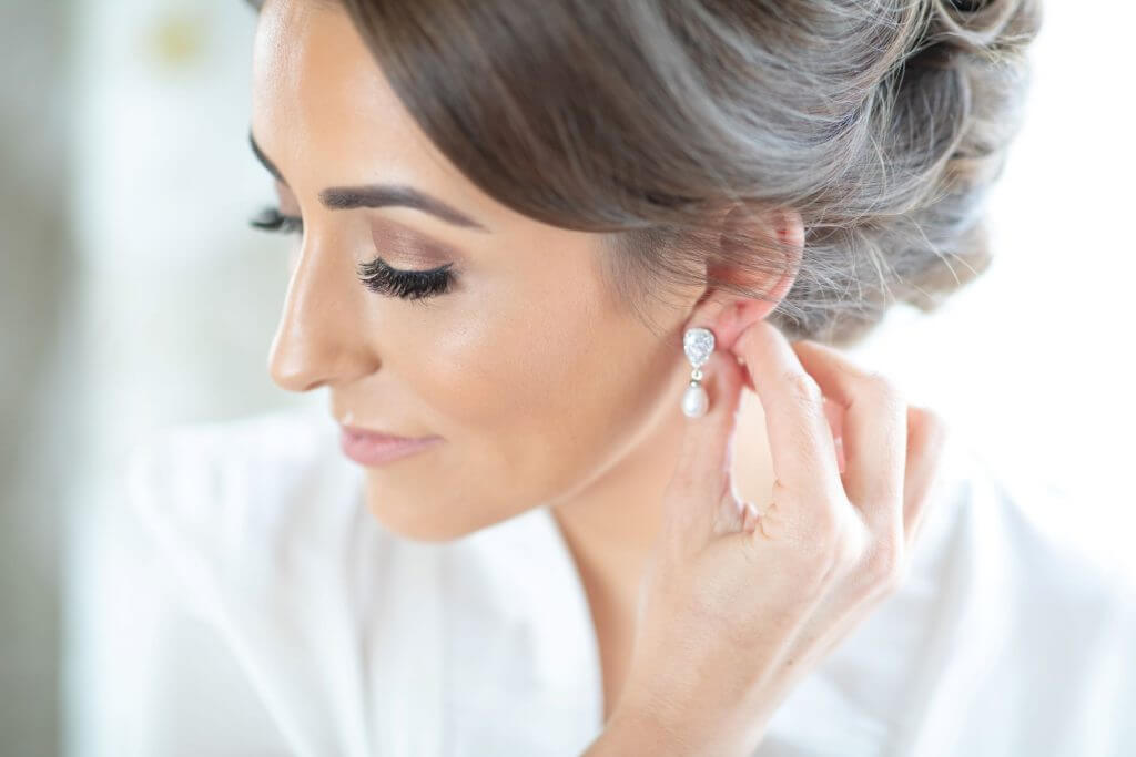 02 bride preparation diamond earrings mythe barn luxury venue leicestershire oxford wedding photographer