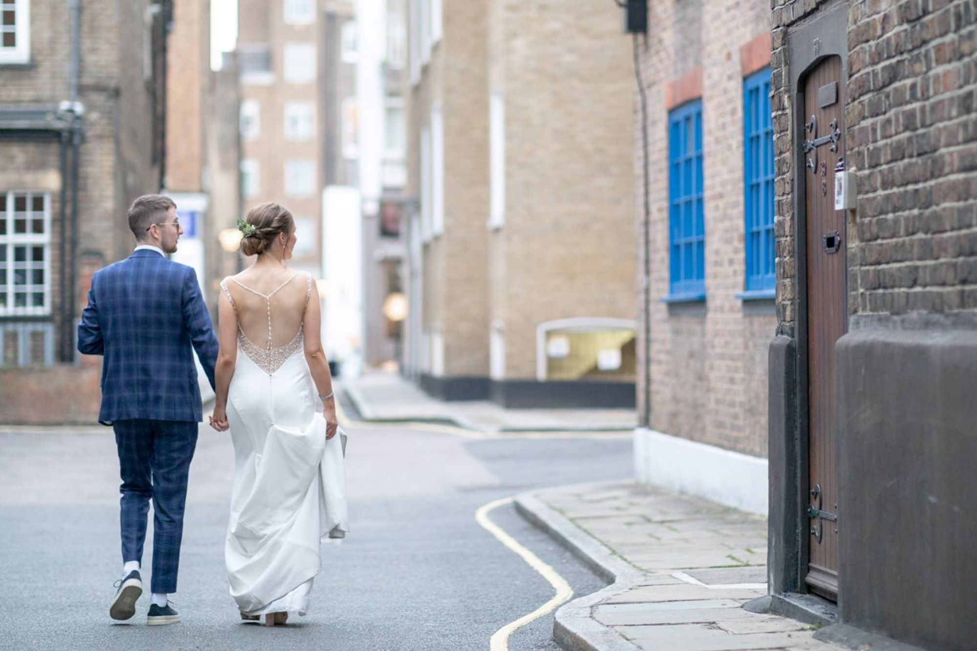 09 bride groom in marylebone street near st marys church bryanston square london oxfordhire wedding photography