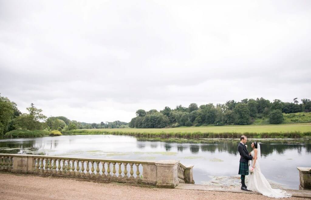 10 bride groom river and countryside views stoneleigh castle kenilworth warwickshire oxfordshire wedding photography