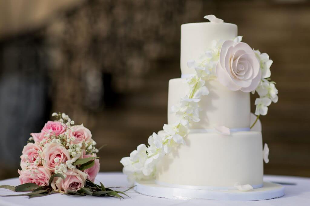 16 decorative cake reception dinner stoneleigh abbey kenilworth warwickshire oxfordshire wedding photography
