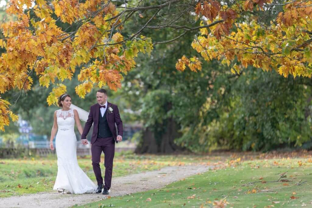 34 bride and groom autumn colours milton hill house gardens oxfordshire wedding photography