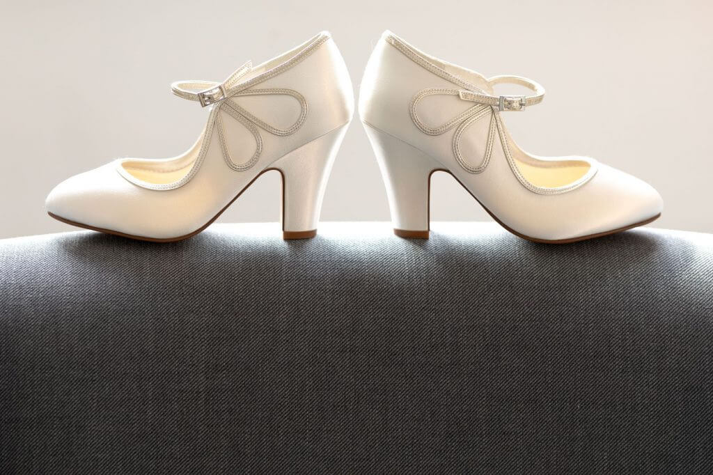 5 brides shoes wedding preparation cherwell boathouse venue oxford photography