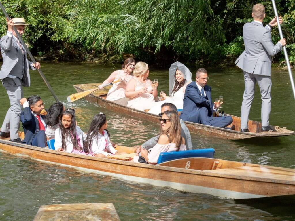 67 bride bridesmaid groomsmen punting cherwell boathouse venue oxford oxfordshire wedding photography