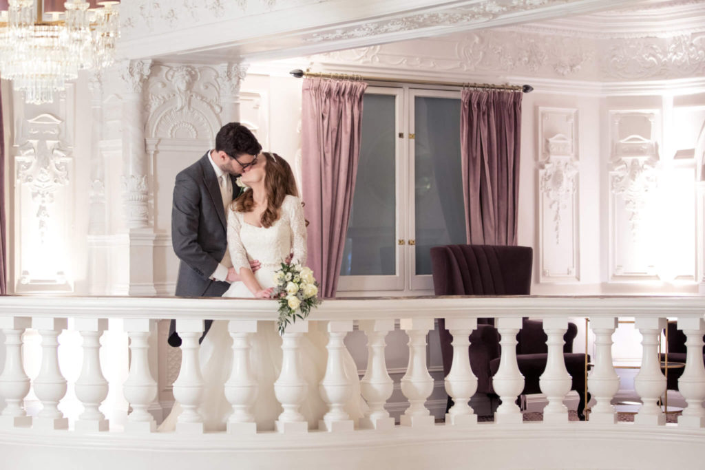15 wedding couple balcony kiss st ermins hotel westminster oxfordshire wedding photographer