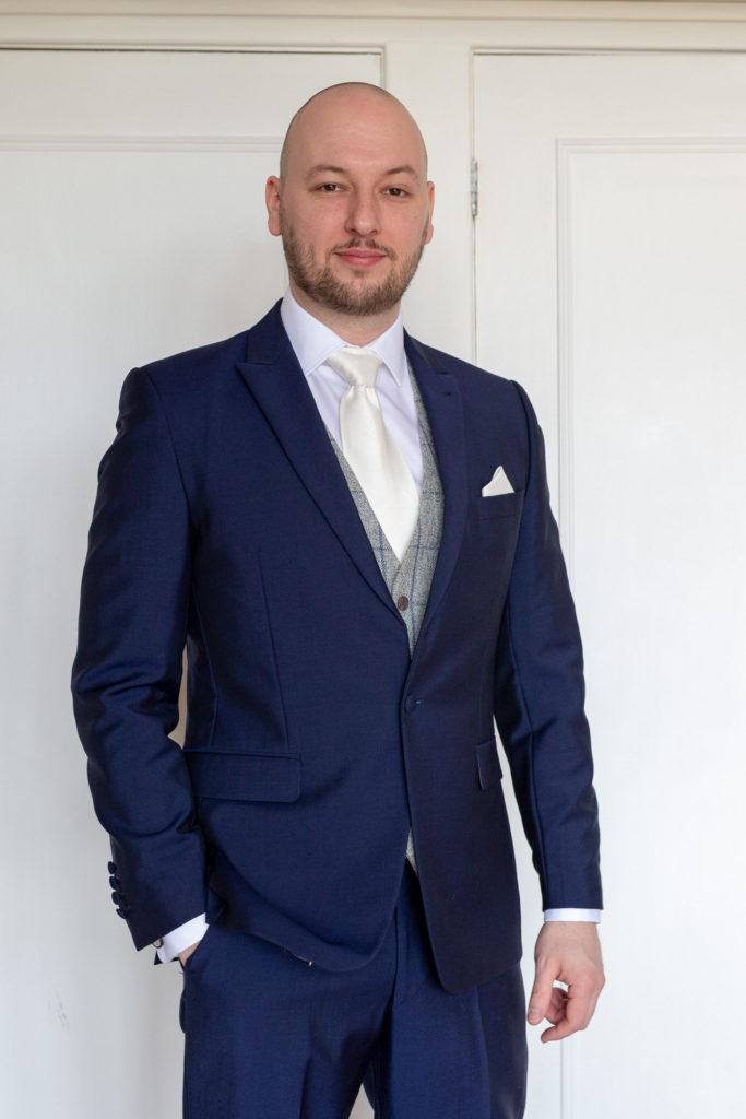grooms portrait de vere selsdon estate venue croydon oxfordshire wedding photographer