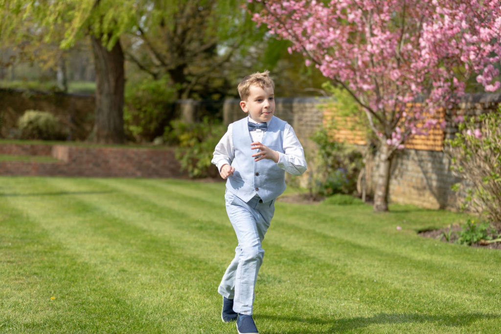 running pageboy oaks farm gardens surrey oxford wedding photographer