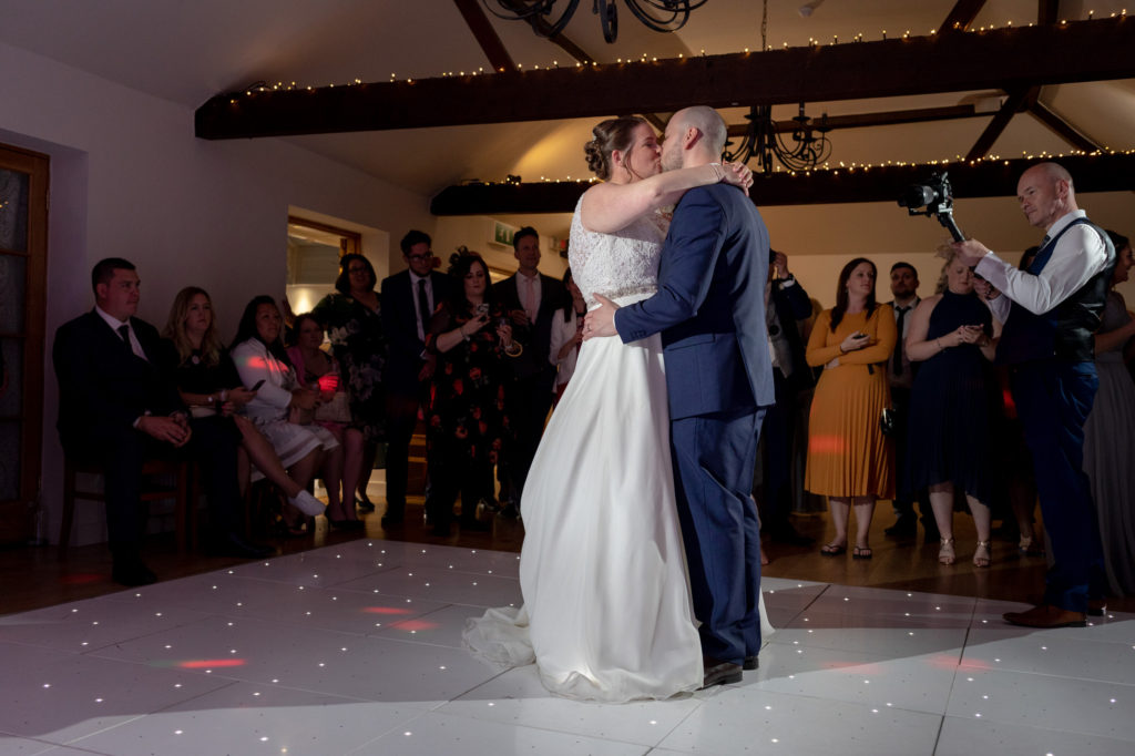bride groom first dance kiss oaks farm surrey oxford wedding photography