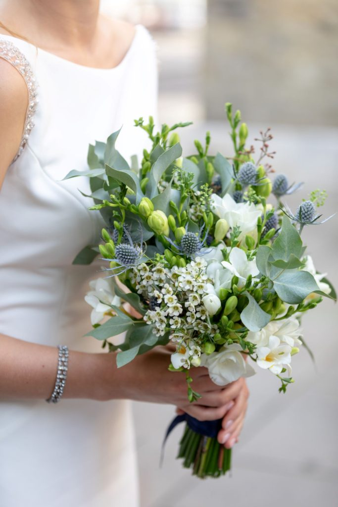 29 brides floral bouquet st marys church marylebone london oxford wedding photographer
