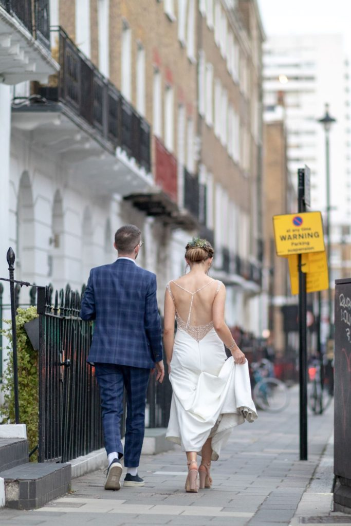 904 bride groom stroll in marylebone london after st marys church marriage oxfordshire wedding photographer