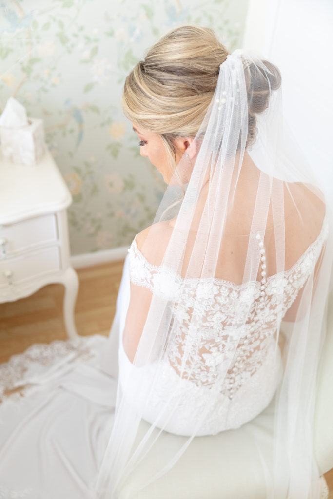 brides veiled dress the elvetham luxury venue hartley wintney hampshire oxfordshire wedding photographer
