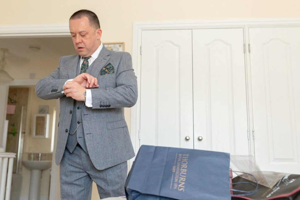 groom checks cuff links ardencote claverdon warwick venue oxfordshire wedding photographers