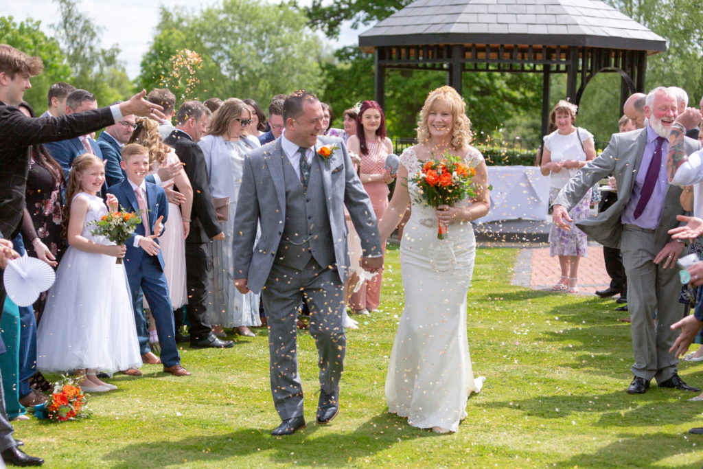 bride grooms confetti shower ardencote luxury venue warwickshire oxford wedding photographer