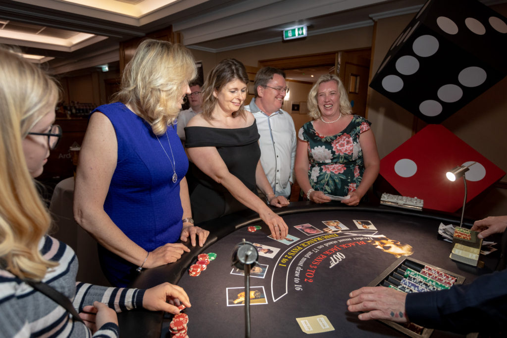 guests enjoy casino ardencote hotel claverdon warwickshire oxfordshire wedding photography
