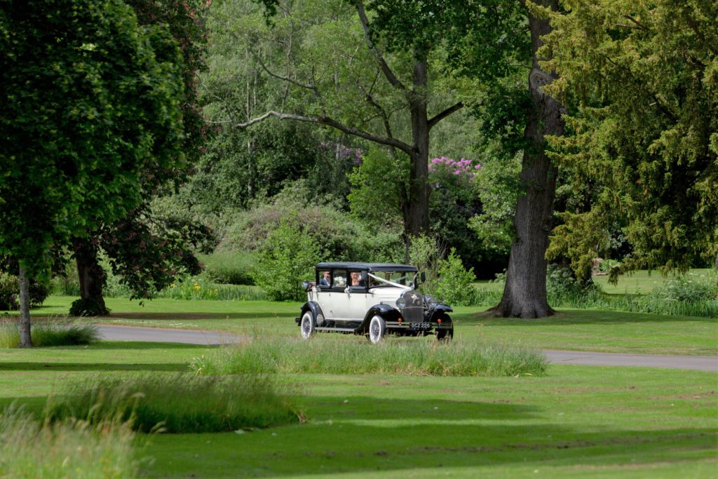 bridal classic car the elvetham grounds hartley wintney hampshire oxford wedding photography