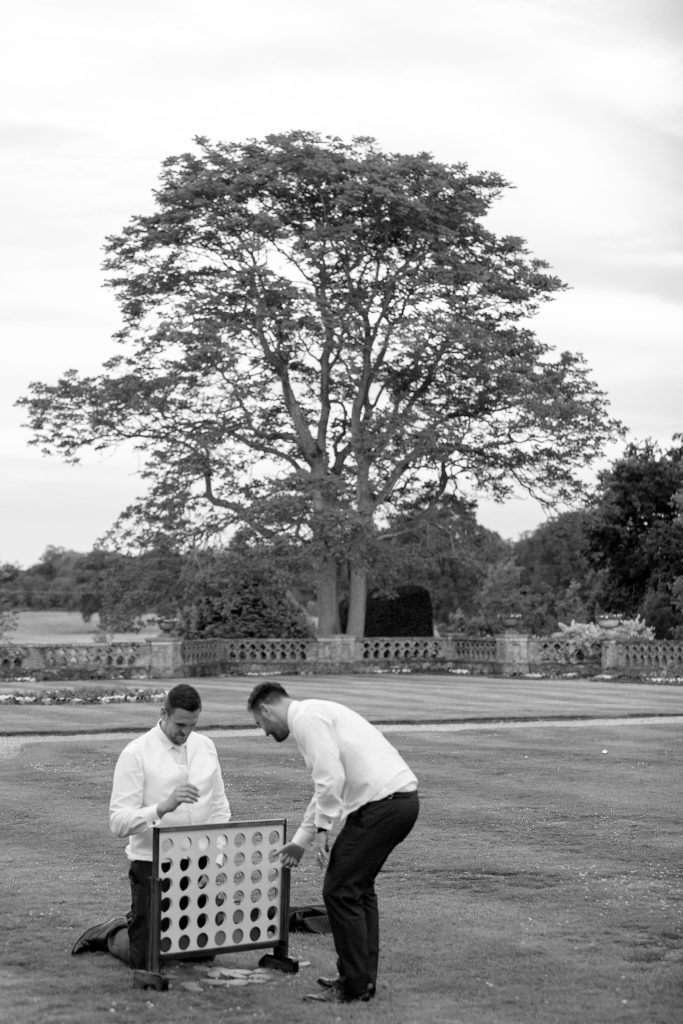 guests play garden games the elvetham luxury venue hartley wintney hampshire oxford wedding photographer