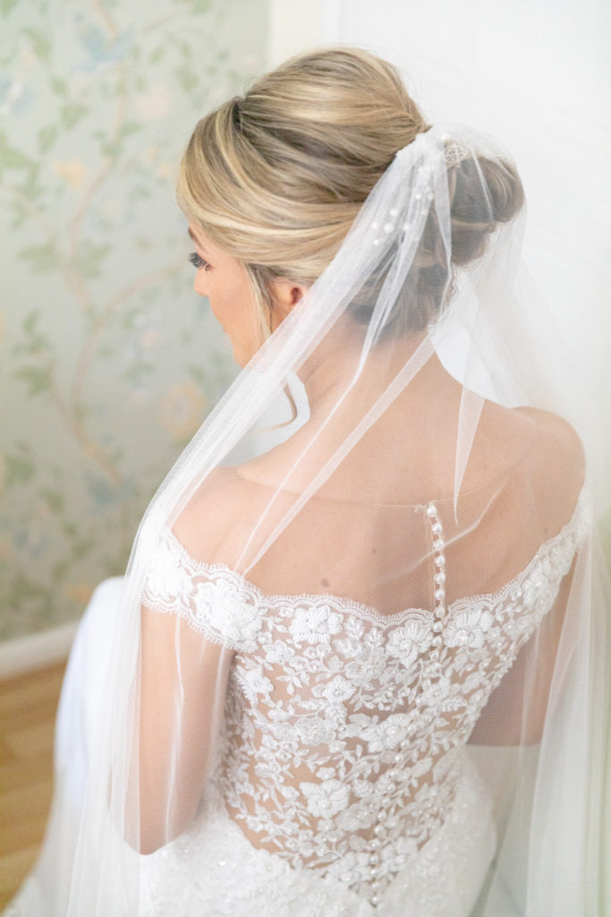 21 brides white veil bridal prep the elvetham hartley wintney hampshire oxford wedding photography