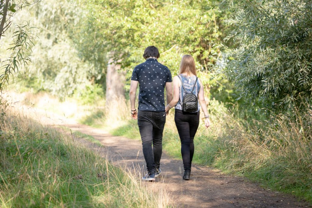 hayley ricky pathway stroll engagement shoot oxfordshire wedding photographers