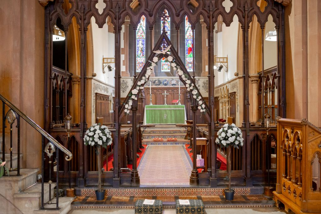 church alter floral decorations st marks church pensnett dudley west midlands oxford wedding photographer