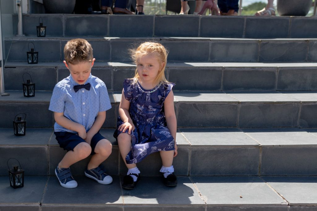 toddlers on steps manor hill house bromsgrove worcestershire oxford wedding photographers
