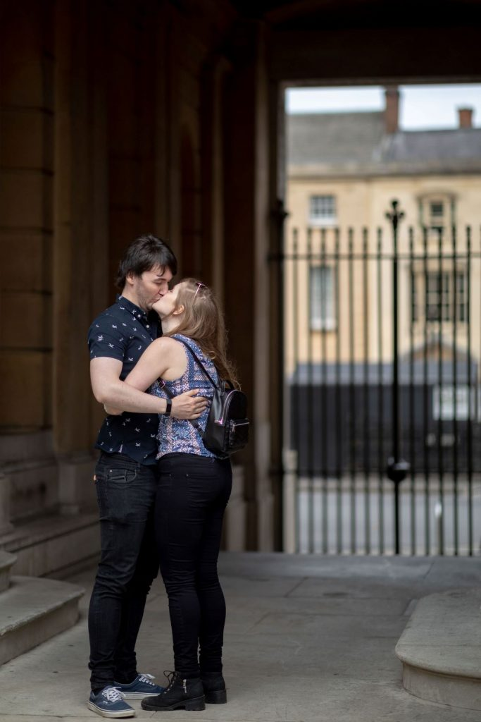 hayley ricky kiss under arch oxford city centre engagement photo session oxfordshire wedding photographer