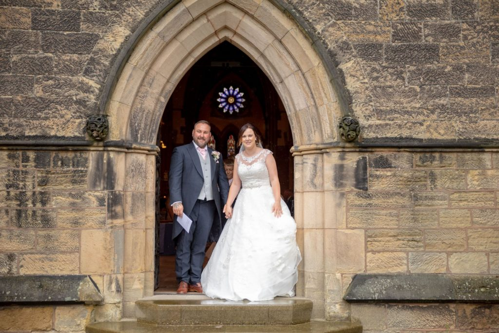 bride groom st marks church arch door pensnett dudley west midlands oxfordshire wedding photographer