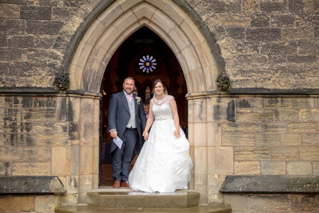 bride groom st marks church arch door pensnett dudley west midlands oxfordshire wedding photographer