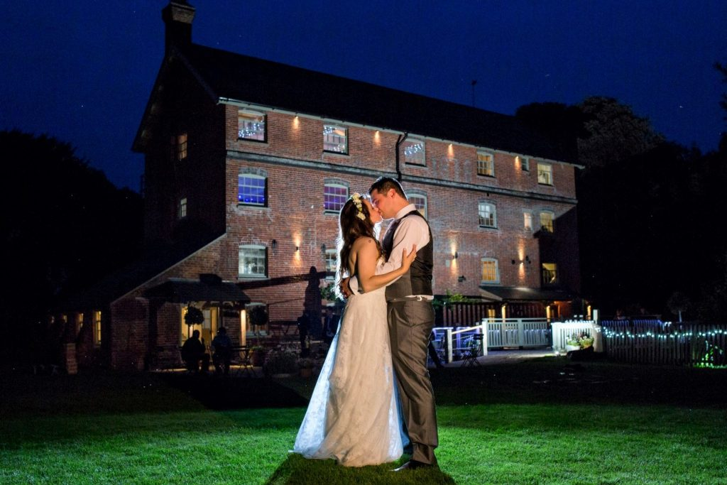 bride grooms twilight kiss oxfordshire wedding photography