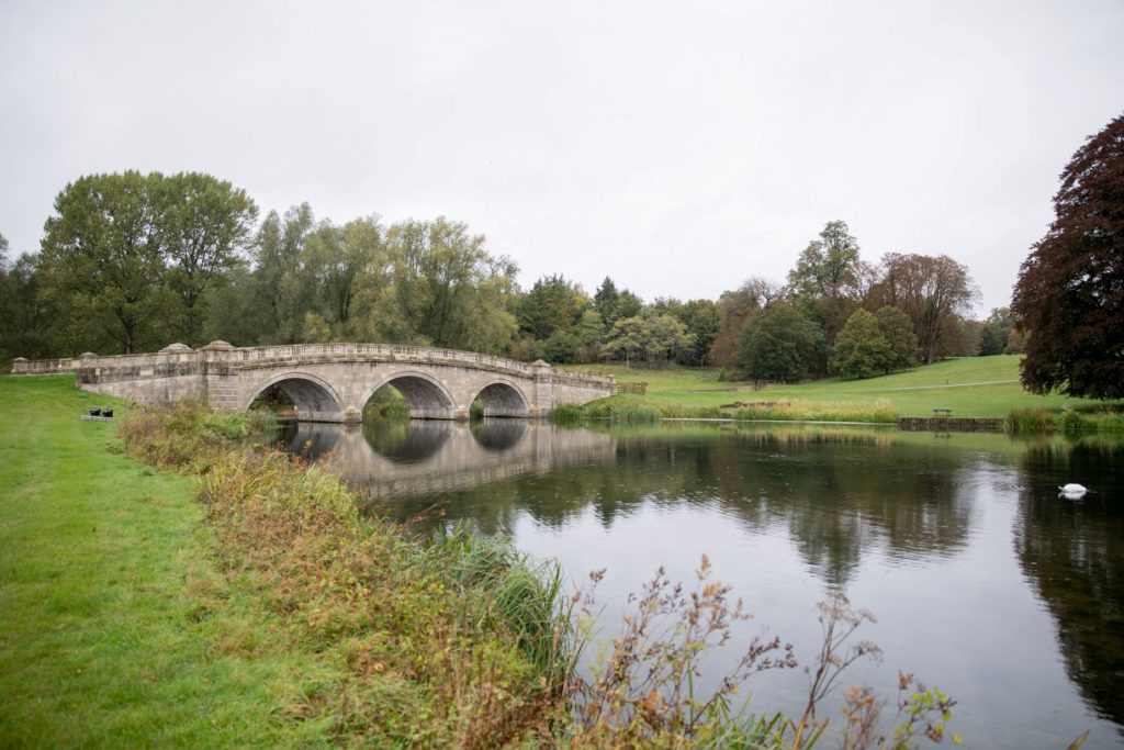 blenheim palace lake reflects bridge oxford wedding photographers