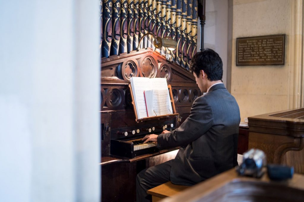 organist plays before ceremony church of st michael aston tirrold oxfordshire oxford wedding photography