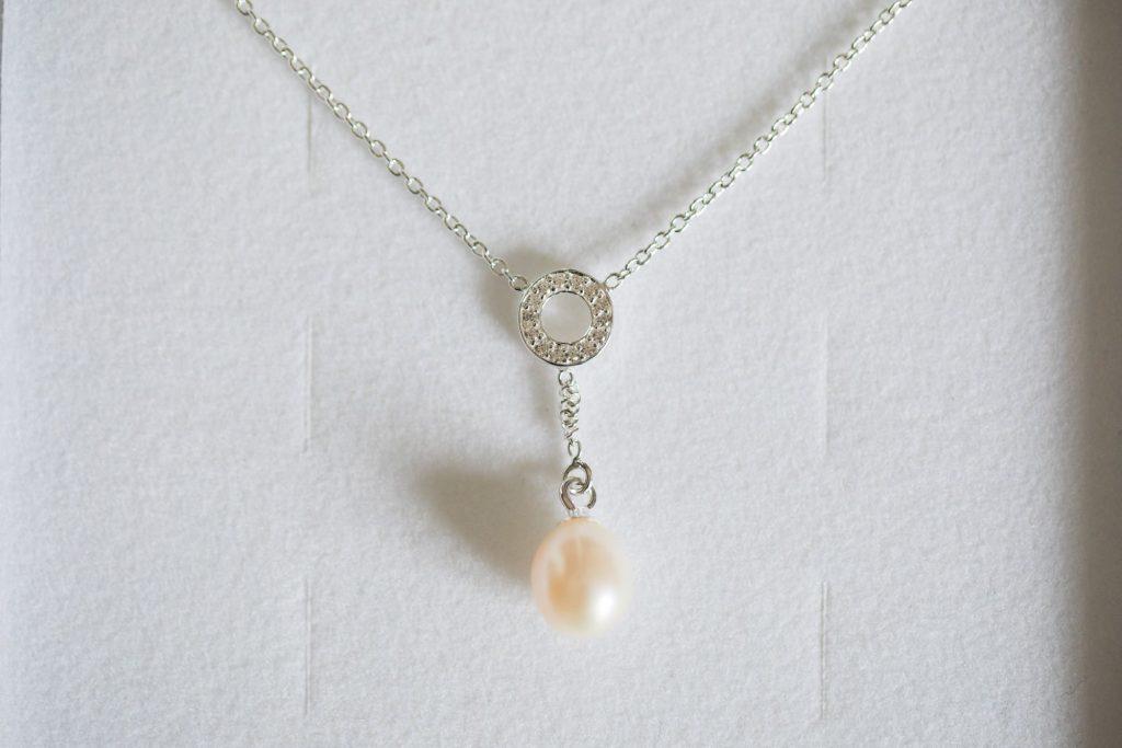 brides pearl necklace registry office roysse court abingdon oxford wedding photographer