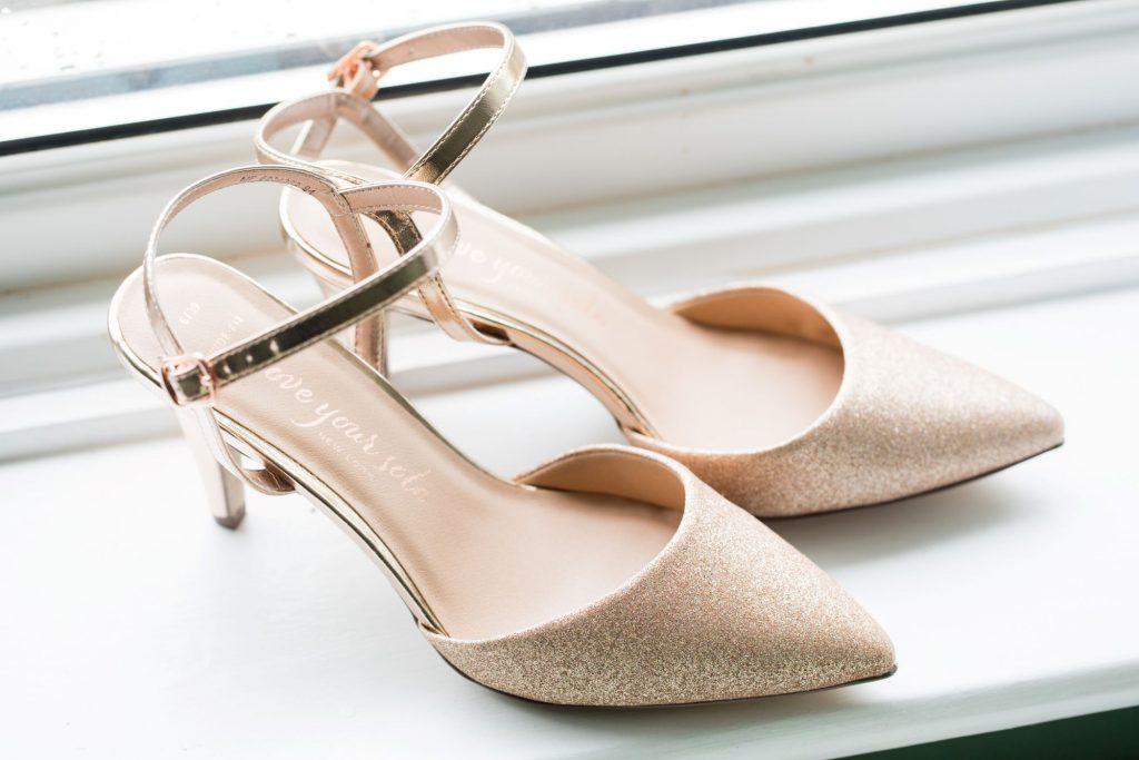 brides shoes bridal preparation registry office roysse court abingdon oxford wedding photographers