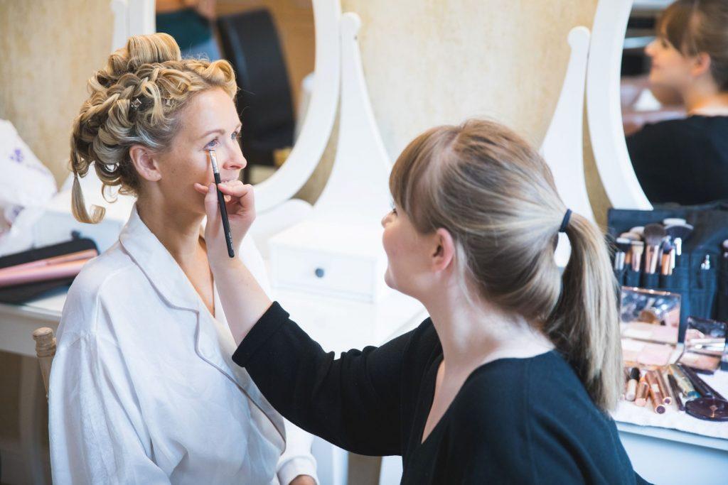 brides makeup bridal prep the wroxeter hotel shrewsbury shropshire oxfordshire wedding photographers