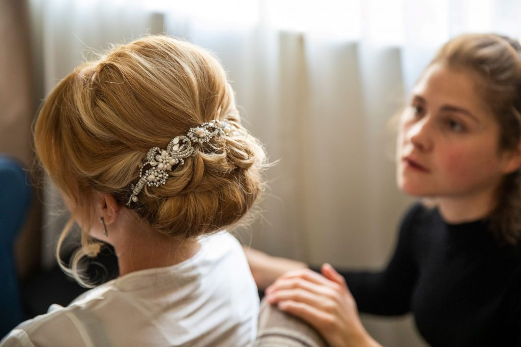 brides hairstylist places tiara bridal prep lansdowne club mayfair london oxford wedding photographer