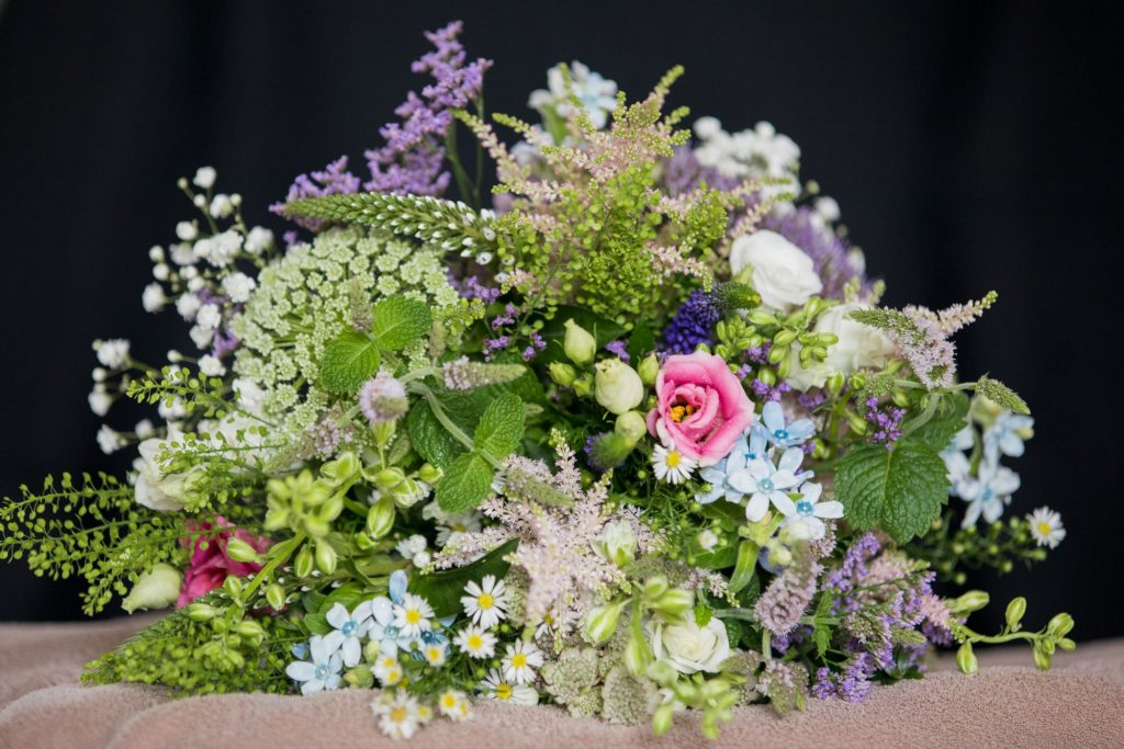 bridal bouquet registry office ceremony roysse court abingdon oxford wedding photographers