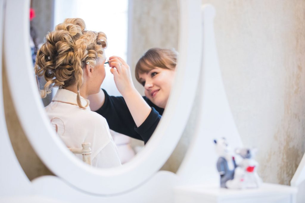 bridal makeup mirror reflection the wroxeter hotel shrewsbury shropshire oxfordshire wedding photographer