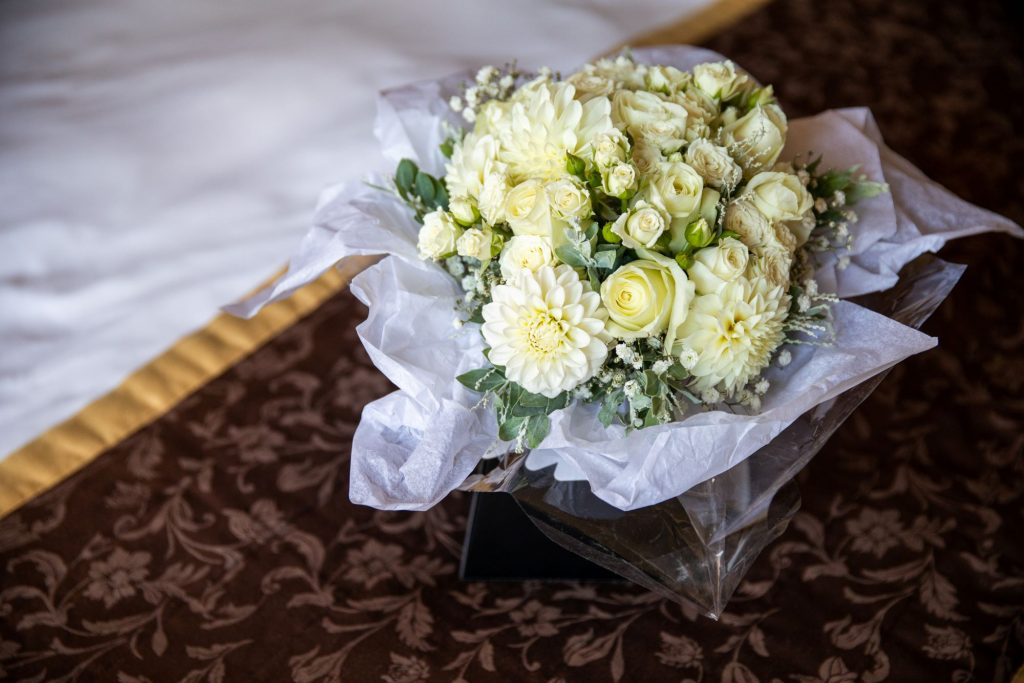 brides bouquet bridal preparation lansdowne club mayfair london oxfordshire wedding photographer