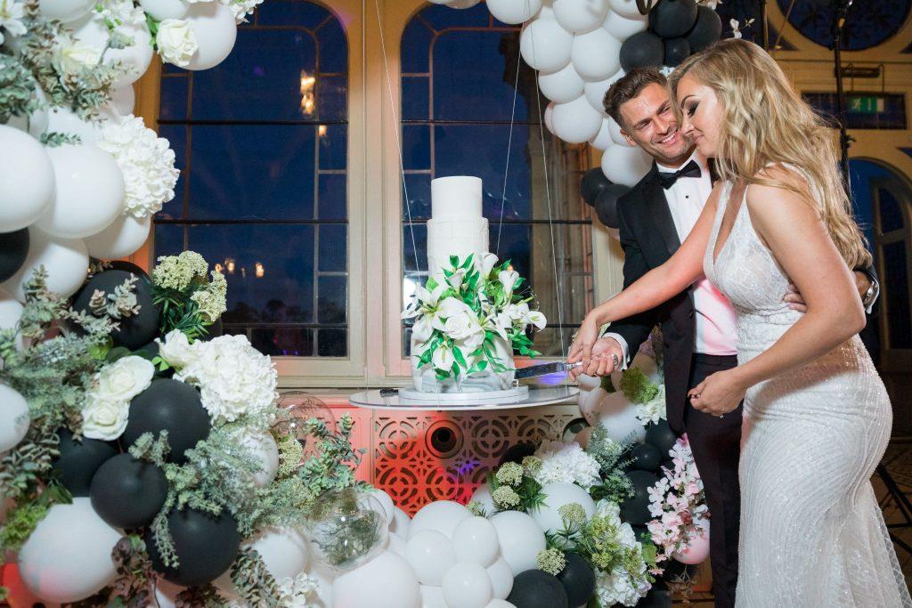 bride groom cutting cake kilworth house hotel kilworth leicestershire oxfordshire wedding photographer