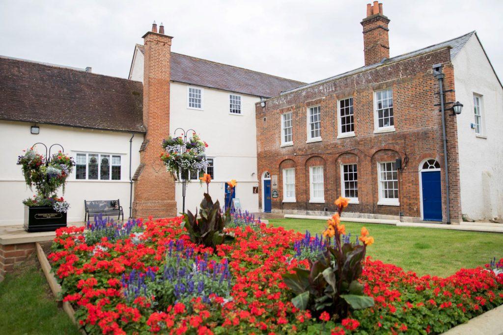 abingdon registry office roysse court oxford wedding photographers