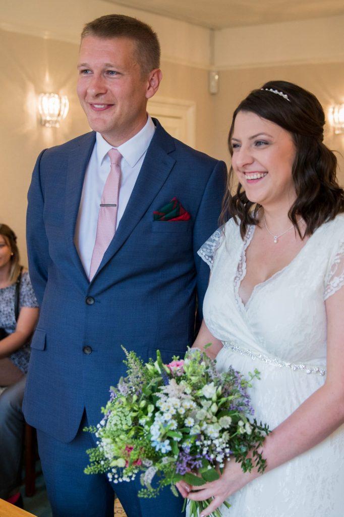 bride groom marriage ceremony abingdon registry office roysse court oxfordshire wedding photography