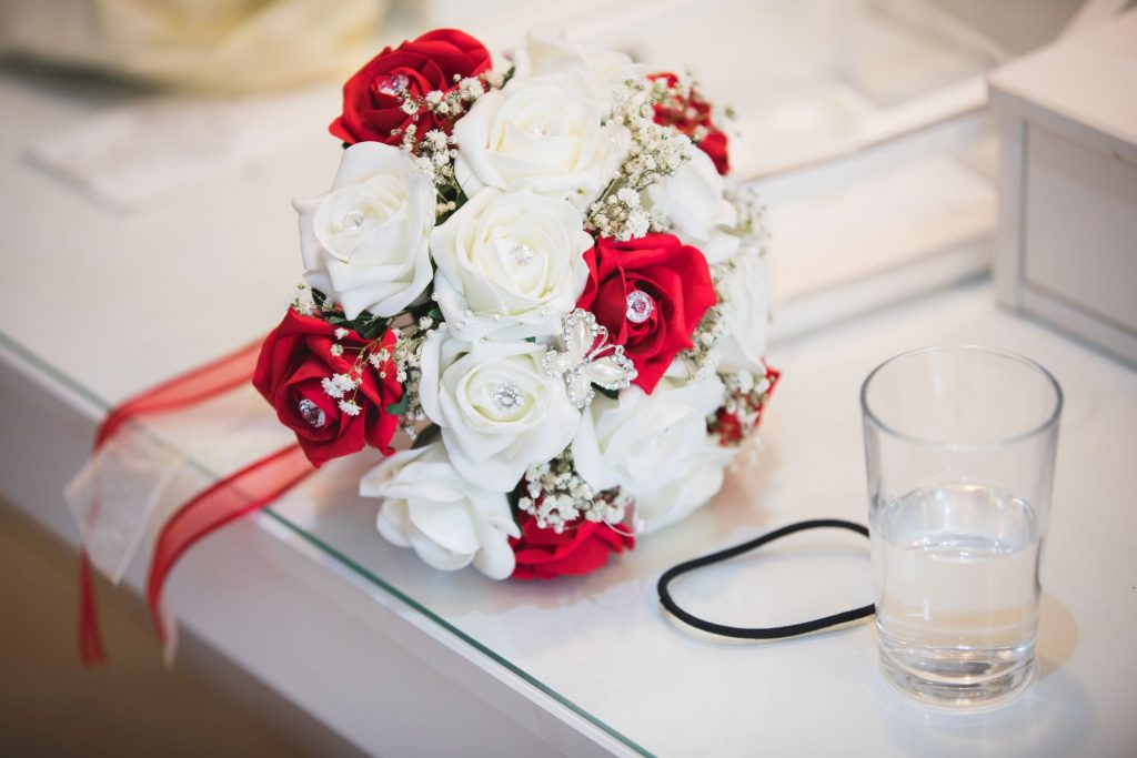 brides red white floral bouquet the wroxeter hotel shrewsbury shropshire oxford wedding photography