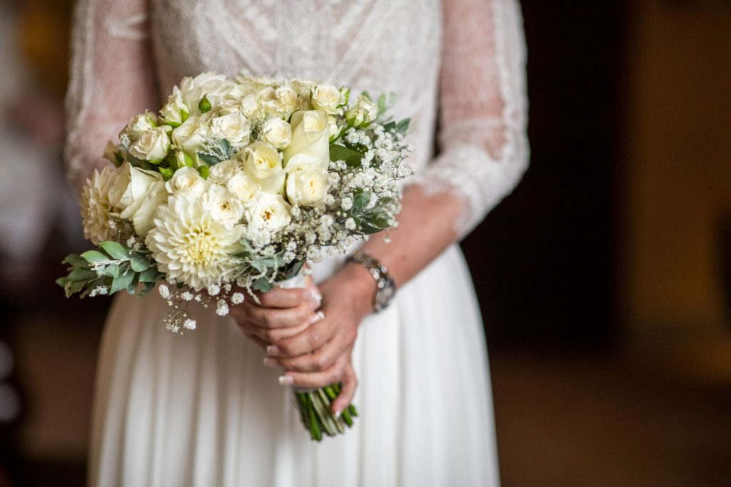 brides white floral bouquet lansdowne club mayfair london oxford wedding photographer