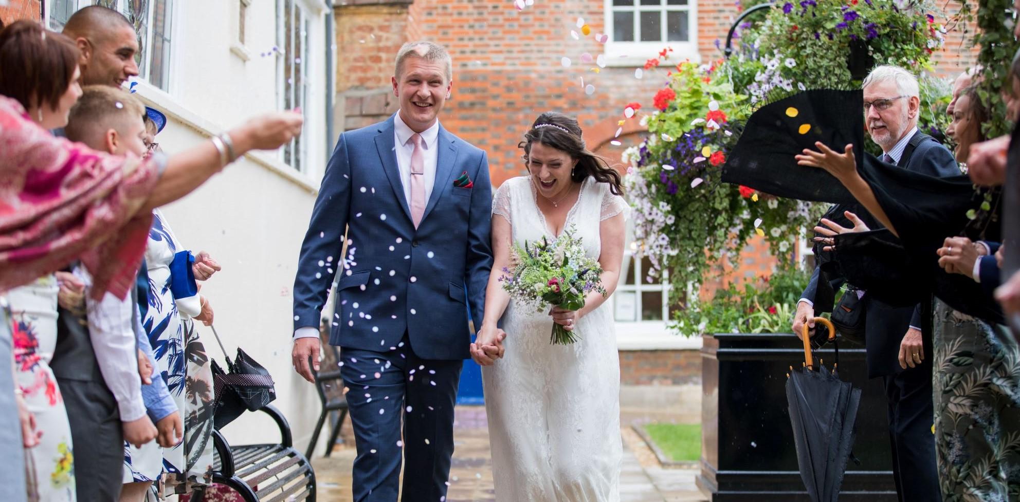 31 guests throw confetti registry office roysse court abingdon oxford wedding photographer1