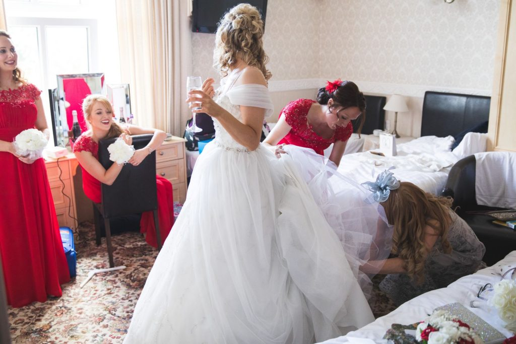 bridesmaid checks brides dress the wroxeter hotel shrewsbury shropshire oxfordshire wedding photographers