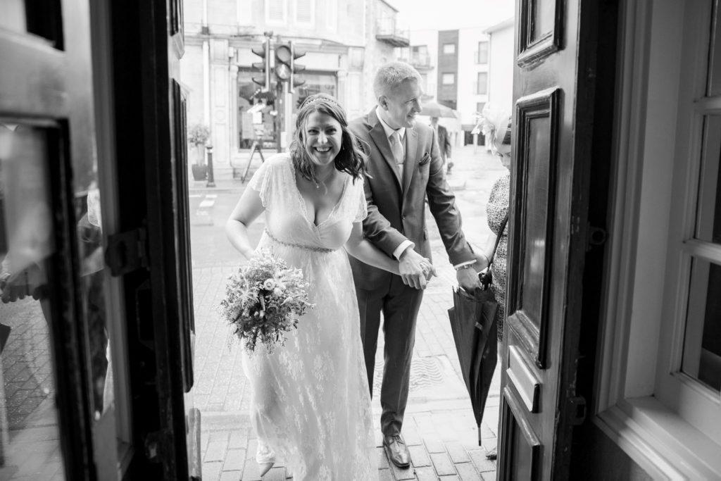bride groom enter broad face pub abingdon oxfordshire wedding photographry
