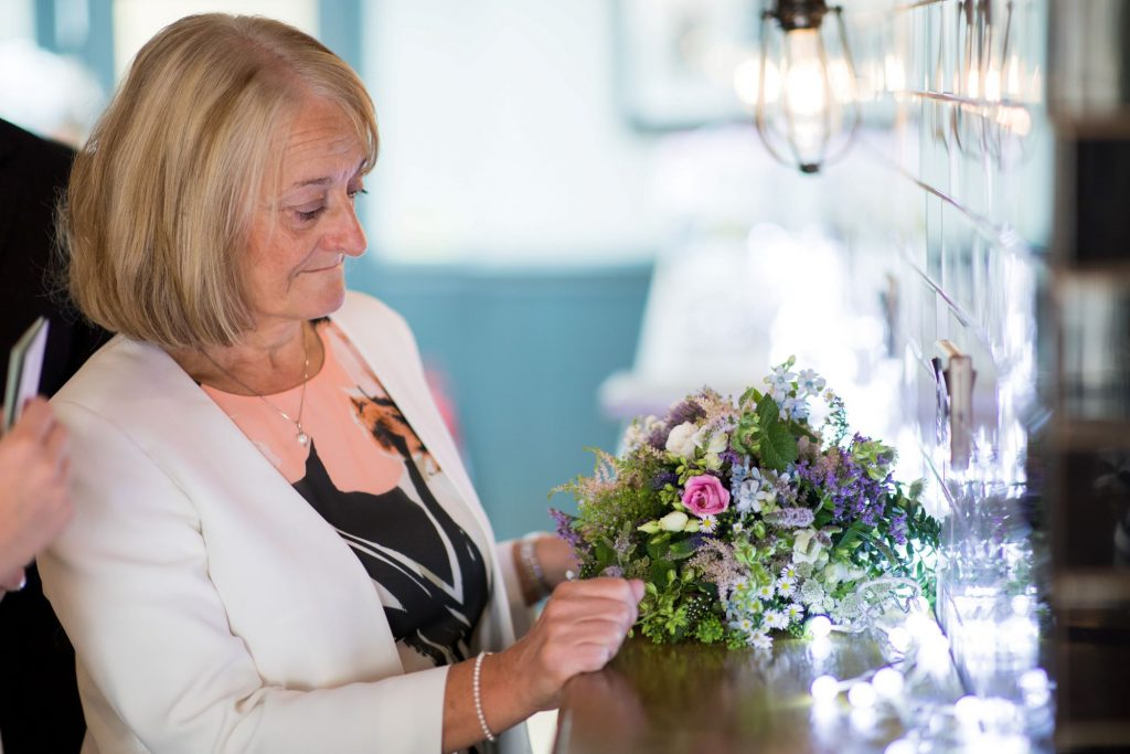 guest arranges floral disply broad face pub reception abingdon oxford wedding photographer