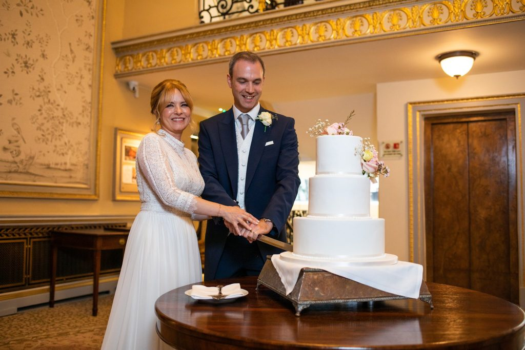 cake cutting ceremony lansdowne club mayfair london oxfordshire wedding photographer